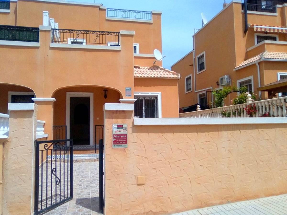 3 bedroom, 2 bathroom townhouse in Orihuela Costa only 129,000 euros