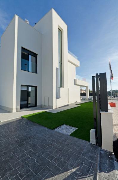 3 bedroom, 3 bathroom detached villa in La Marina (La Marina Village) only 390,000 euros
