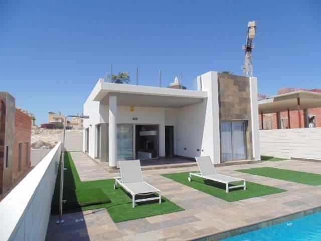 3 bedroom, 2 bathroom villa in Orihuela Costa (Villamartin) only 258,900 euros