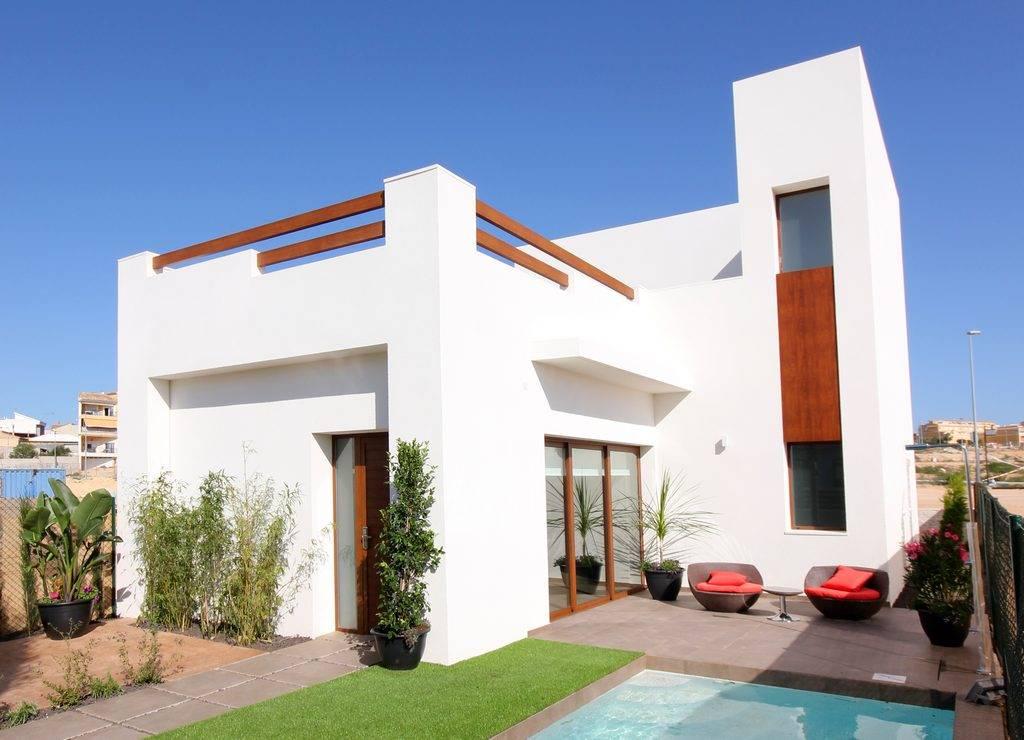 3 bedroom, 3 bathroom villa in Benijófar only 259,900 euros
