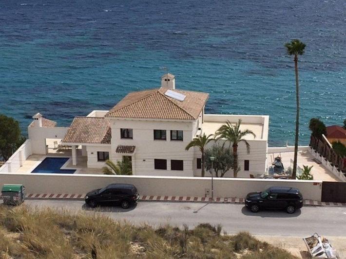 8 bedroom, 6 bathroom villa in Alicante only 3,950,000 euros