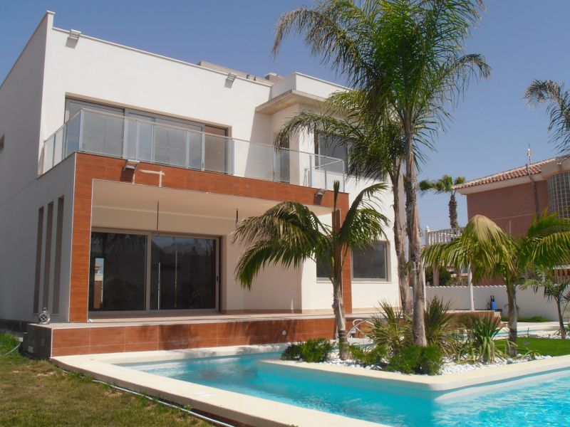 3 bedroom, 4 bathroom villa in Orihuela Costa (La Zenia) only 1,100,000 euros