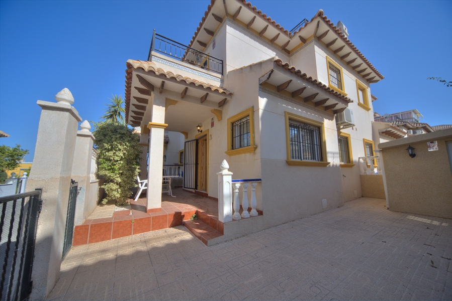 3 bedroom, 2 bathroom townhouse in Orihuela (La Campana) only 125,500 euros
