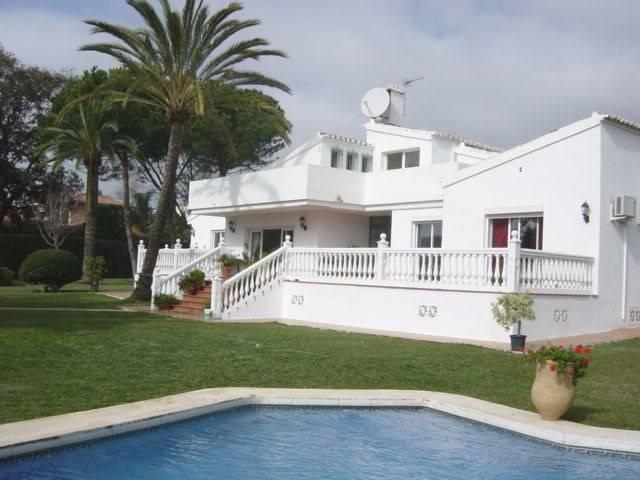 6 bedroom, 6 bathroom villa in Estepona (East Estepona) only 1,300,000 euros