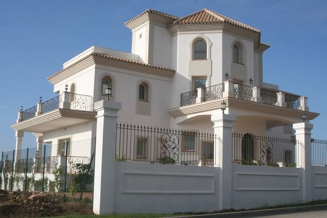6 bedroom, 6 bathroom villa in Estepona (East Estepona) only 3,350,000 euros