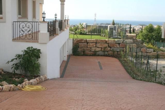 6 bedroom, 6 bathroom villa in Estepona (East Estepona) only 3,350,000 euros