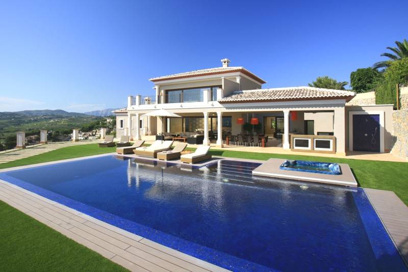 5 bedroom, 5 bathroom villa in Moraira (Paichi) only 3,950,000 euros