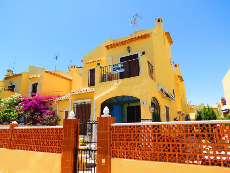 3 bedroom, 2 bathroom detached villa in Orihuela Costa (La Zenia) only 190,000 euros