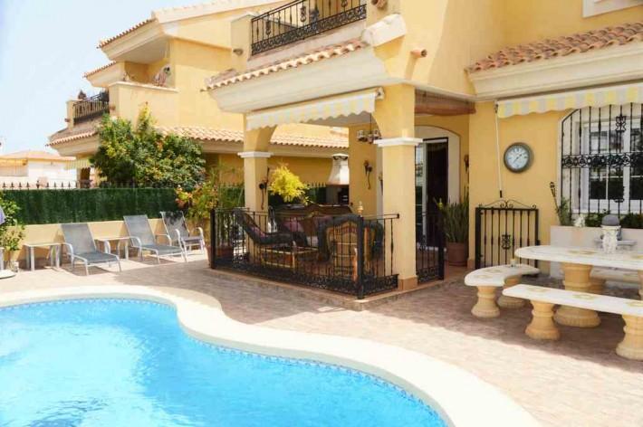 3 bedroom, 2 bathroom villa in Orihuela Costa (Villamartin) only 255,000 euros