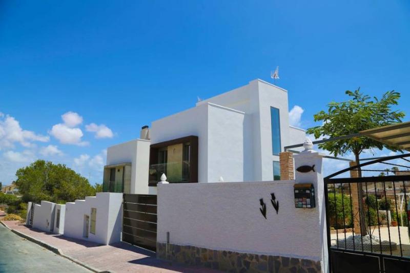 3 bedroom, 3 bathroom detached villa in Torrevieja (Los Balcones) only 435,000 euros