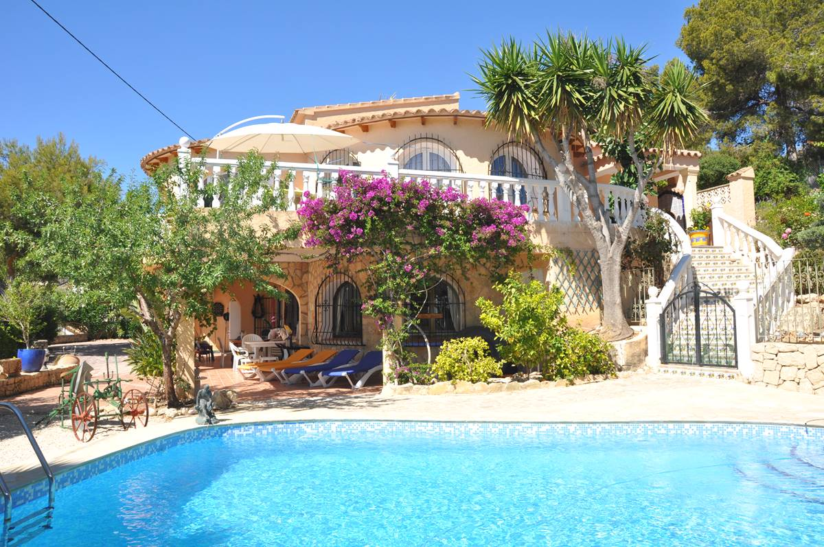 5 bedroom, 4 bathroom villa in Benissa only 1,579,000 euros