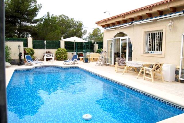 3 bedroom, 2 bathroom detached villa in San Miguel de Salinas (Torrestrella) only 215,000 euros