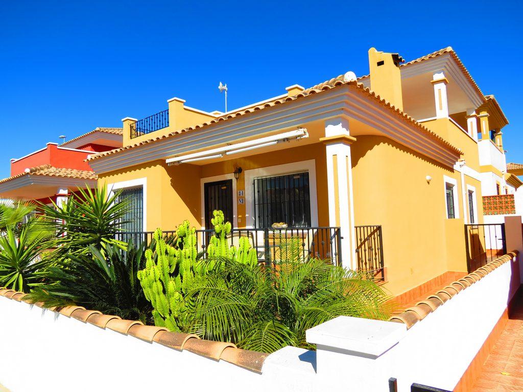 3 bedroom, 2 bathroom villa in Entre Naranjos - Vistabella only 145,000 euros