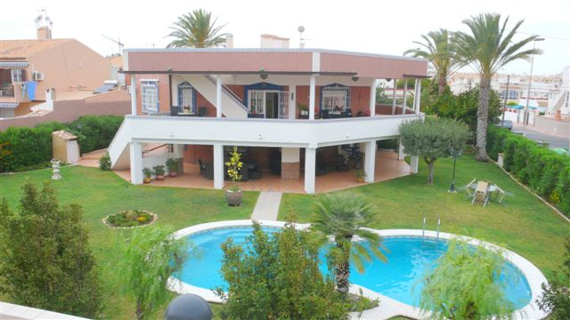 9 bedroom, 4 bathroom villa in Torrevieja only 1,100,000 euros