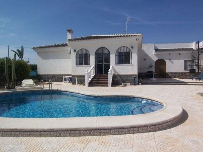 3 bedroom, 2 bathroom finca in Los Montesinos only 250,000 euros