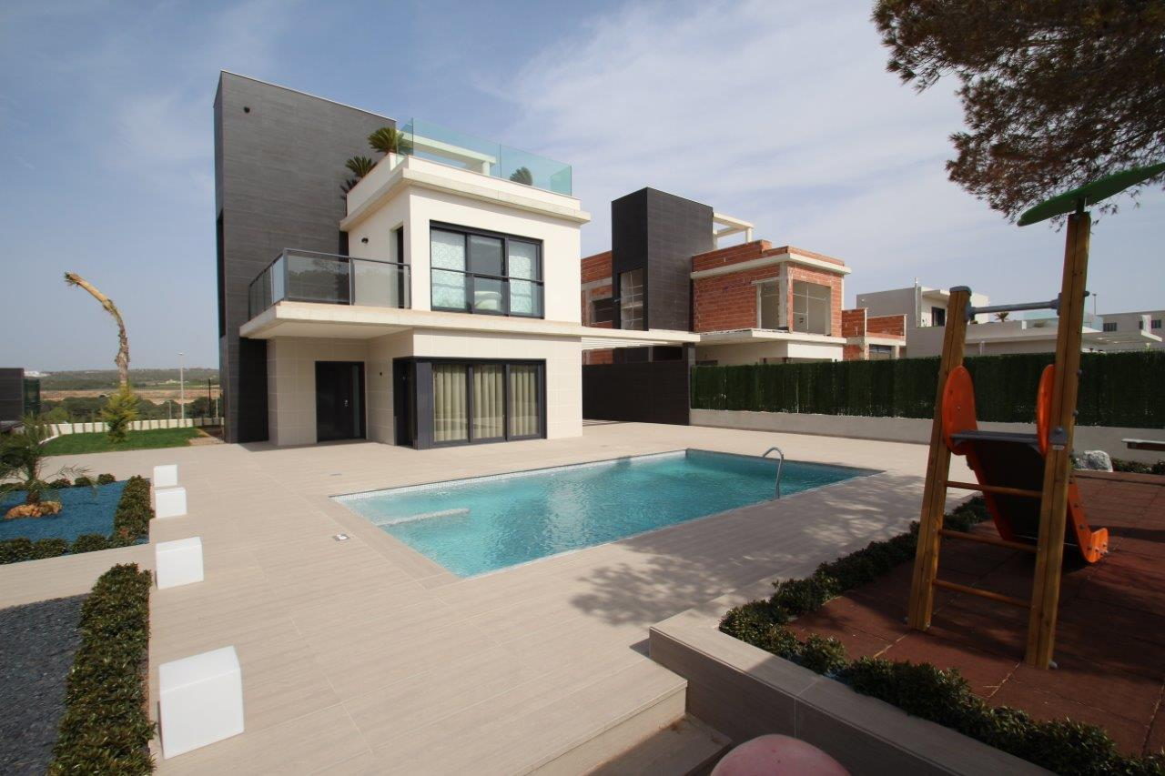 4 bedroom, 4 bathroom villa in Orihuela Costa (Campoamor) only 669,000 euros