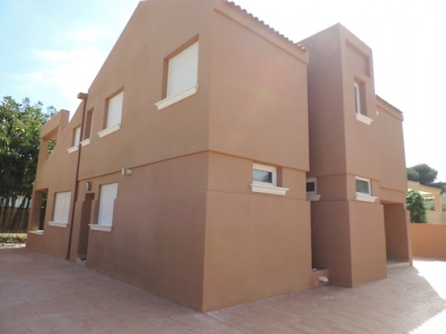 5 bedroom, 3 bathroom villa in Orihuela Costa (La Zenia) only 595,000 euros