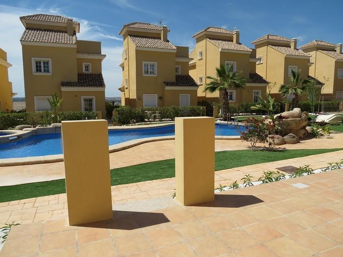 3 bedroom, 3 bathroom villa in La Marina only 228,000 euros