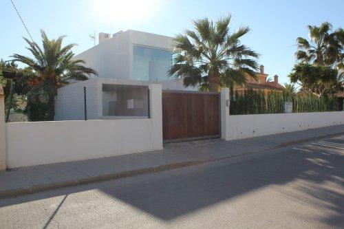 4 bedroom, 3 bathroom villa in Orihuela Costa (Cabo Roig) only 980,000 euros