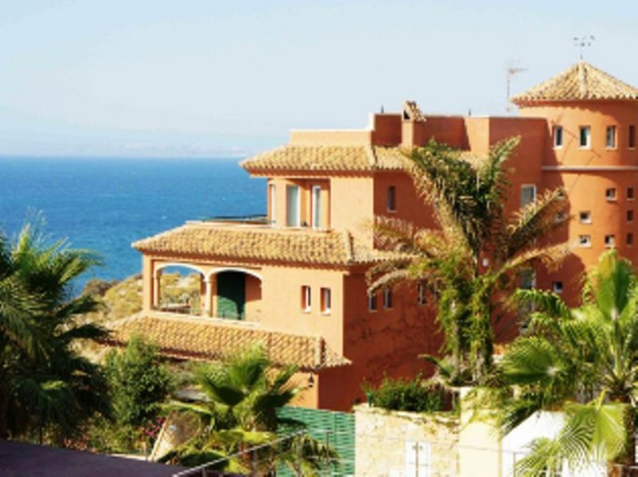 5 bedroom, 8 bathroom villa in Alicante only 3,750,000 euros