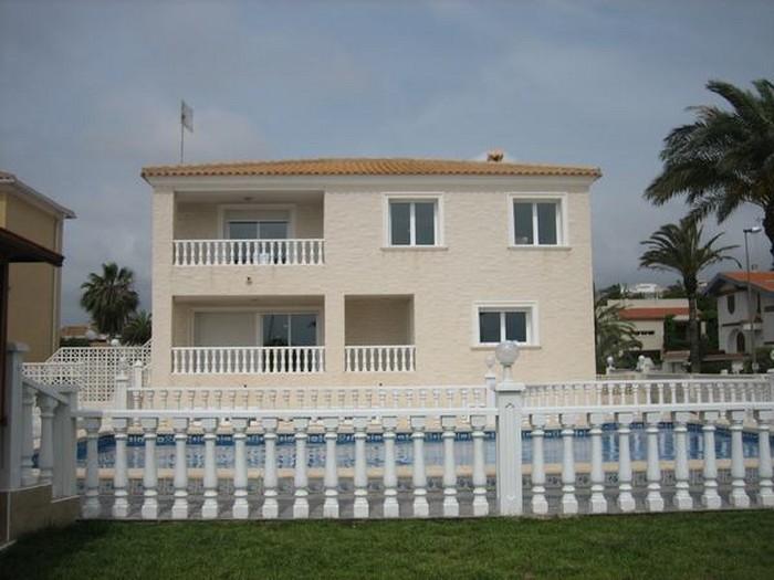 7 bedroom, 4 bathroom villa in Orihuela Costa (La Zenia) only 950,000 euros