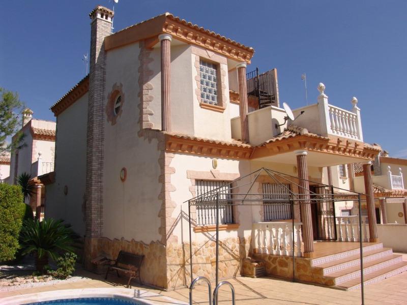 3 bedroom, 2 bathroom detached villa in Orihuela Costa (Villamartin) only 235,000 euros