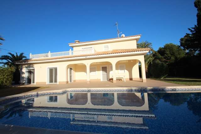 5 bedroom, 3 bathroom villa in Orihuela Costa (Cabo Roig) only 890,000 euros