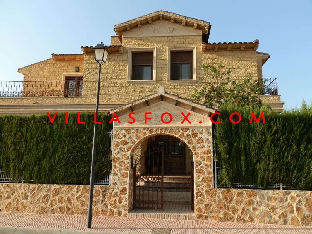 Fantastic property for sale at a great price in Daya Nueva