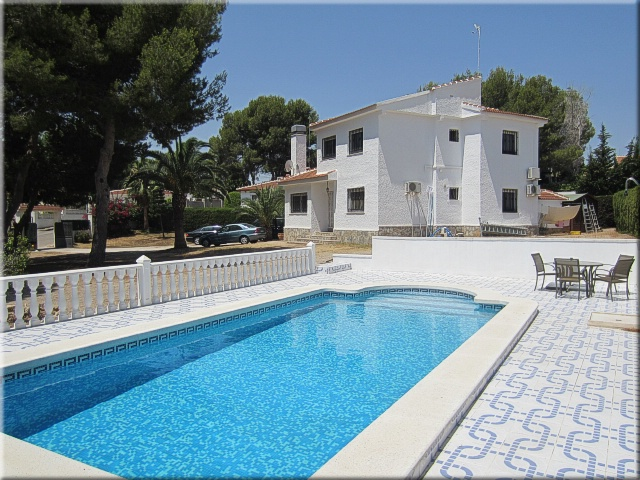 5 bedroom, 3 bathroom villa in Pilar de la Horadada only 299,000 euros