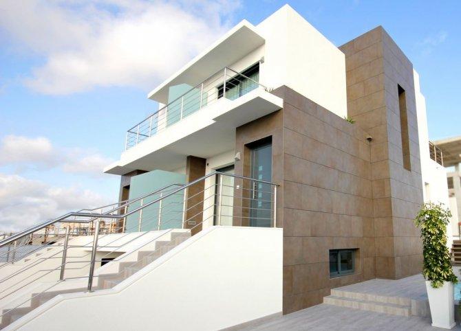 4 bedroom, 3 bathroom townhouse in Benijófar only 259,900 euros