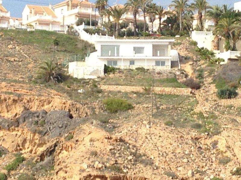 3 bedroom, 2 bathroom villa in Torrevieja only 895,000 euros