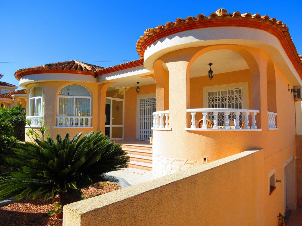 3 bedroom, 2 bathroom villa in San Miguel de Salinas only 249,950 euros