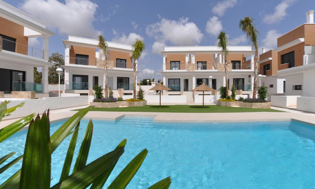 3 bedroom, 3 bathroom villa in Doña Pepa only 255,000 euros