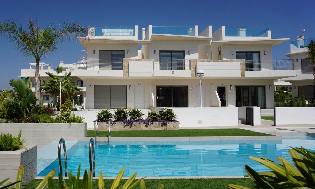 3 bedroom, 3 bathroom townhouse in Doña Pepa only 235,000 euros