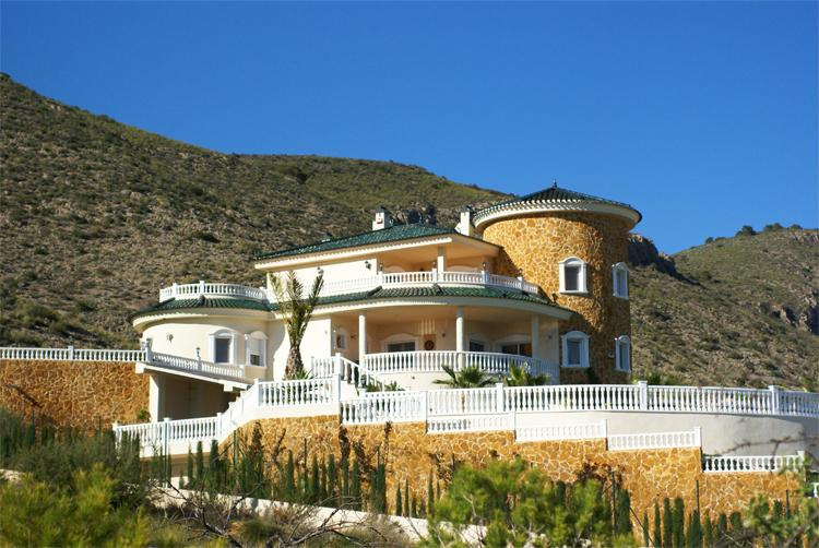 5 bedroom, 6 bathroom casa de campo in Hondon de Las Nieves only 1,790,000 euros