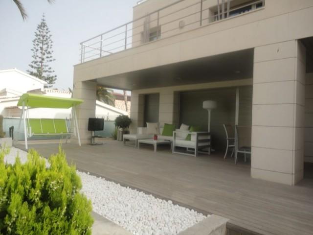 4 bedroom, 4 bathroom villa in Orihuela Costa (La Zenia) only 1,375,000 euros