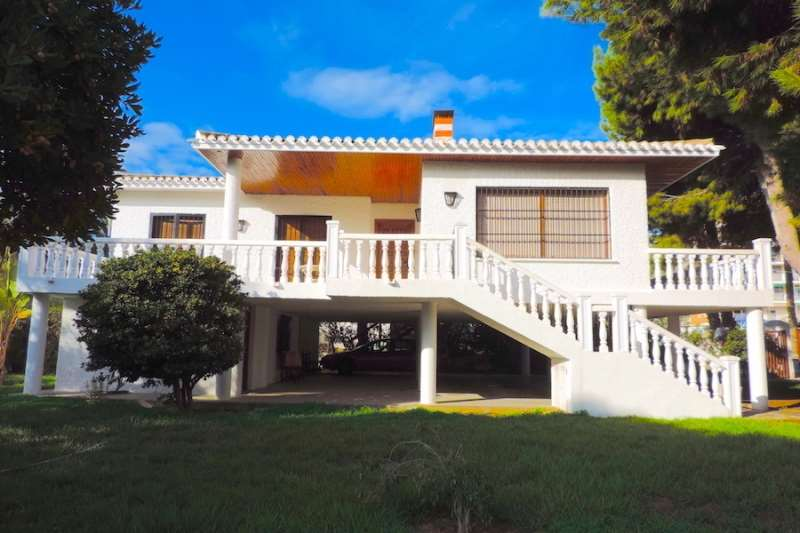 6 bedroom, 4 bathroom villa in Orihuela Costa (La Zenia) only 859,999 euros
