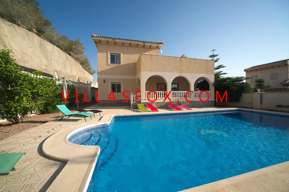 Magnificent 4-bedroom detached villa with 10x5m pool, Villasmaría, San Miguel de Salinas