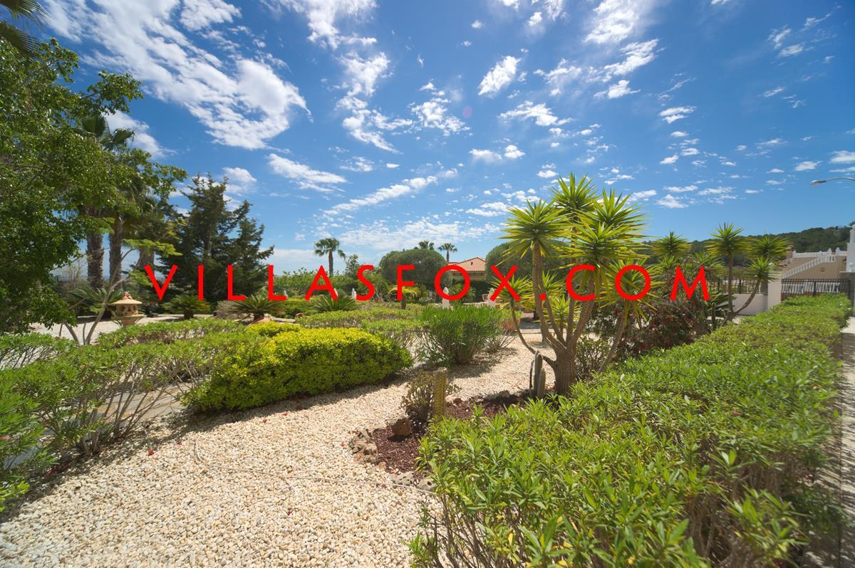 6-bedroom luxury villa on triple plot! Villasmaría, San Miguel de Salinas, fantastic views!