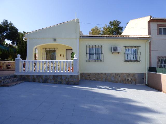 3 bedroom, 1 bathroom villa in Torrevieja (Los Balcones) only 185,000 euros