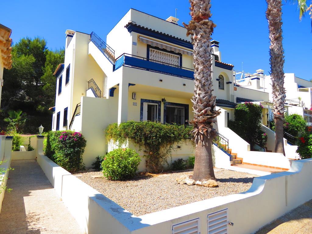 2 bedroom, 2 bathroom apartment in Orihuela Costa (Villamartin) only 94,000 euros