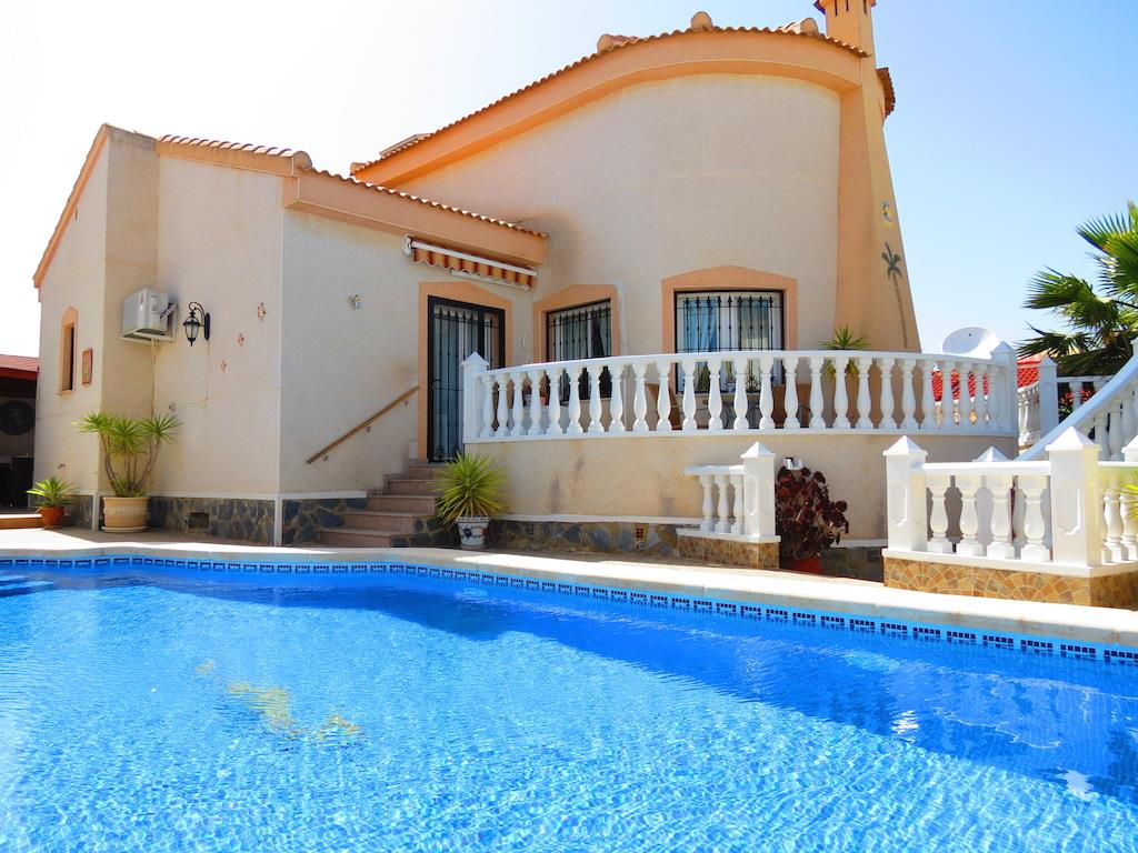 4 bedroom, 3 bathroom villa in Benimar only 265,000 euros