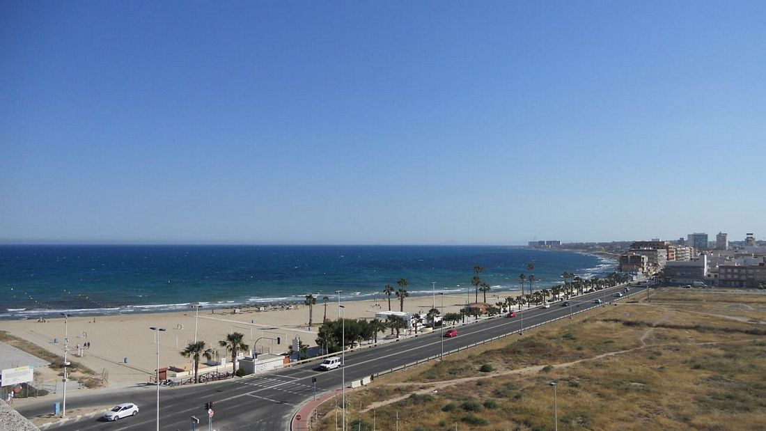 2 bedroom, 2 bathroom apartment in Torrevieja only 200,000 euros