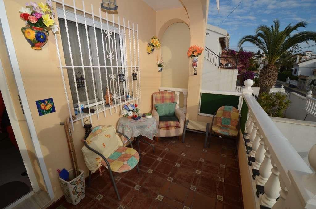 2 bedroom, 1 bathroom villa in Orihuela Costa (Villamartin) only 110,000 euros
