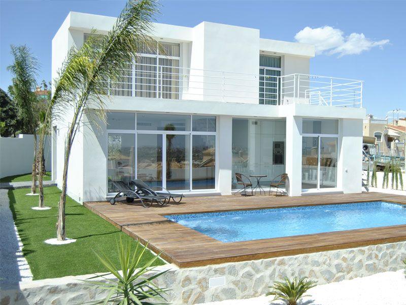 3 bedroom, 3 bathroom villa in La Marina only 400,000 euros