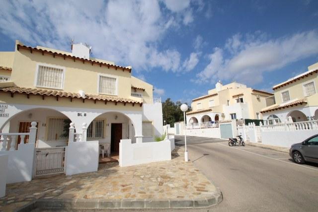 3 bedroom, 2 bathroom quad in Orihuela Costa (Villamartin) only 95,000 euros