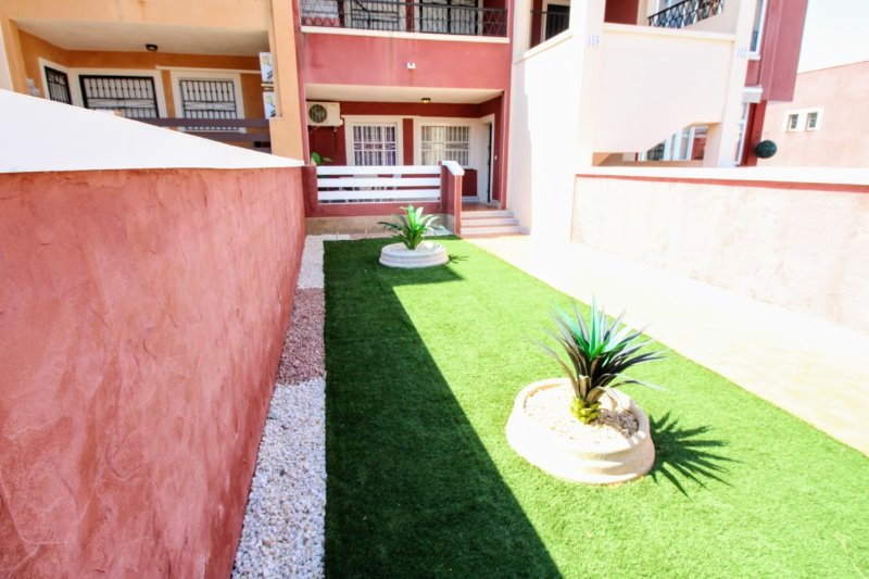 2 bedroom, 2 bathroom apartment in Torrevieja (Los Altos) only 93,000 euros