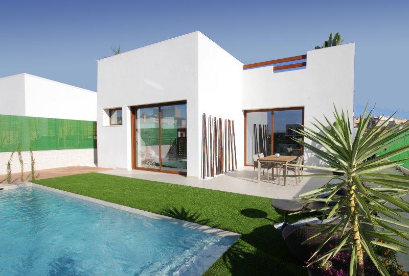 3 bedroom, 2 bathroom detached villa in Benijofar (Villa Veleta) only 334,900 euros