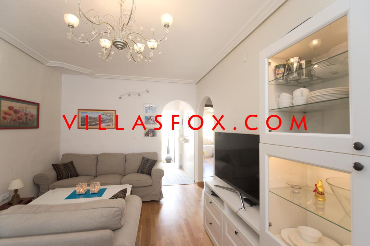 Delightful 2-bedroom semi-detached house with solarium, great views!  Only 95,000 euros !!