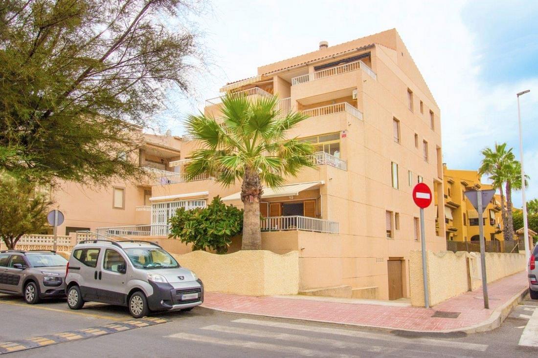 2 bedroom, 1 bathroom apartment in Torrevieja (La Mata) only 92,000 euros